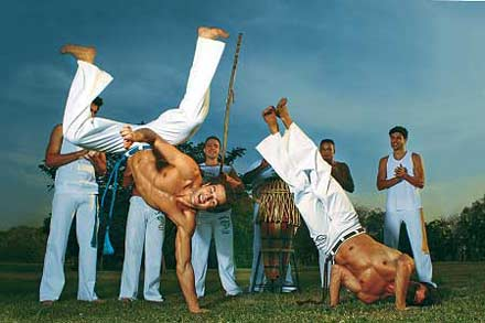 Danseurs de capoeira capoeiristes évasion